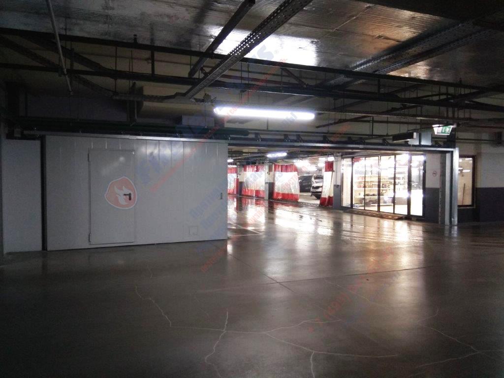 Откатные противопожарные ворота FireTechnics-P EI60 с калиткой и люком, Автомойка в ТЦ